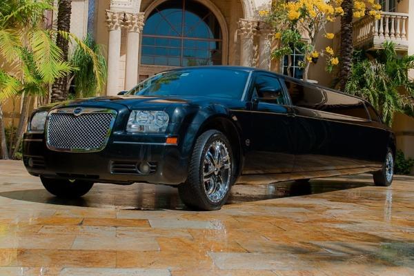 8 Person Chrysler 300 Limo Service San Jose